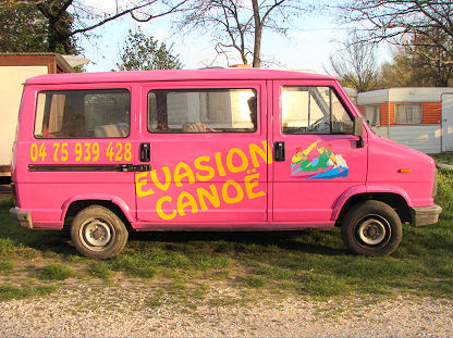 Pink mini bus Evasion Canoe